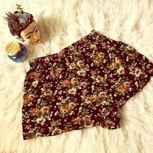 • High waisted Floral Shorts •